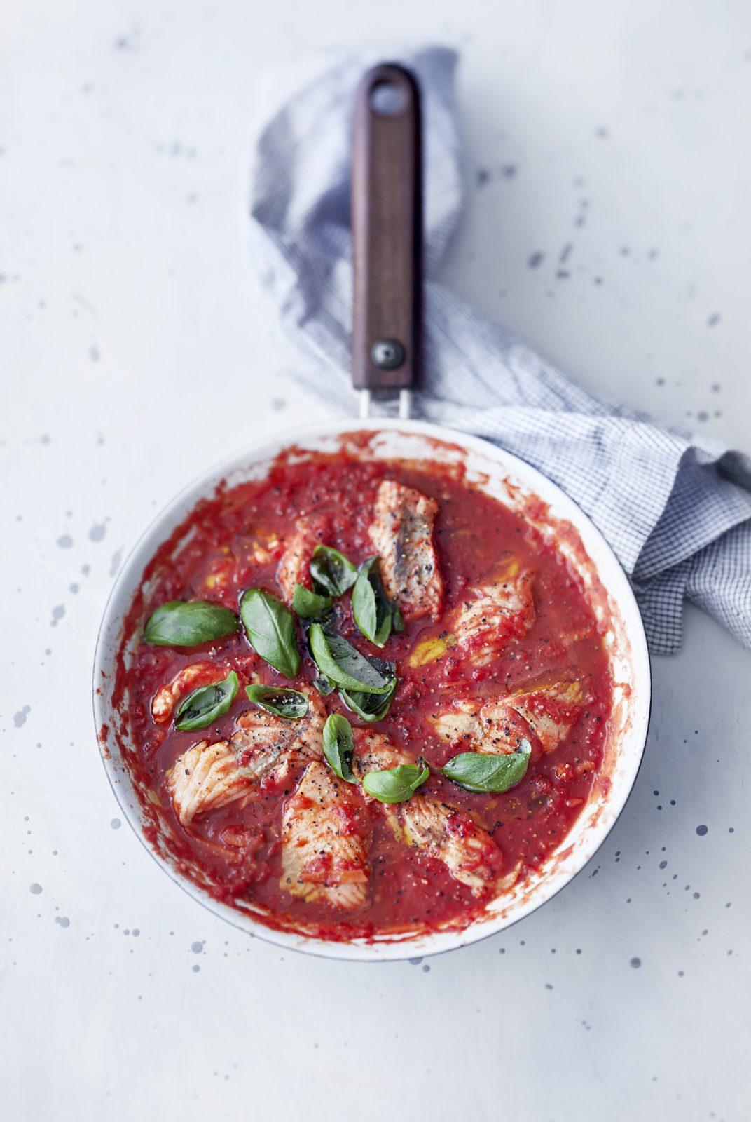 Tomaatti-lohikastike